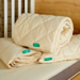 COT BED SIZE 100% hypoallergenic and natural. Includes mattress protector, duvet and pillow